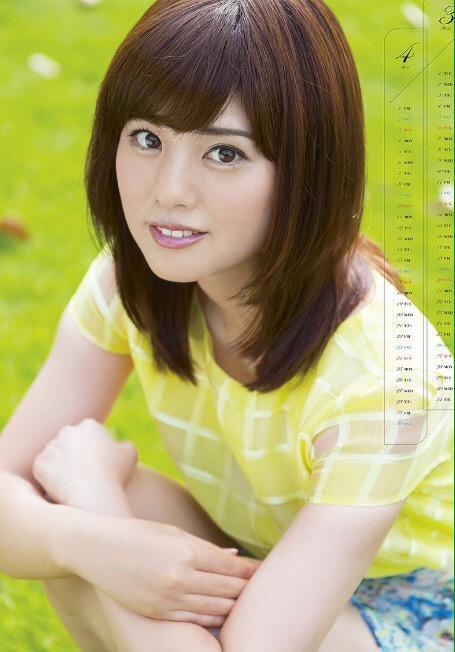 曽田麻衣子黄色のトップスのカレンダー写真