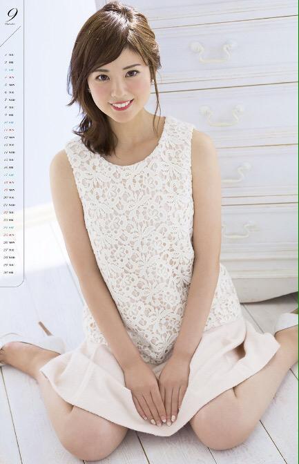 曽田麻衣子レースが可愛いワンピースのカレンダー写真