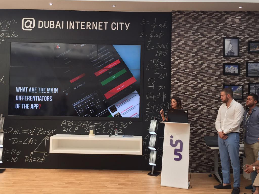 Einvite presenting their smart event organiser app @smartcityhack #SCAH_DUBAI #ExperienceDIC #dubai #gitex https://t.co/kub85HLEMR