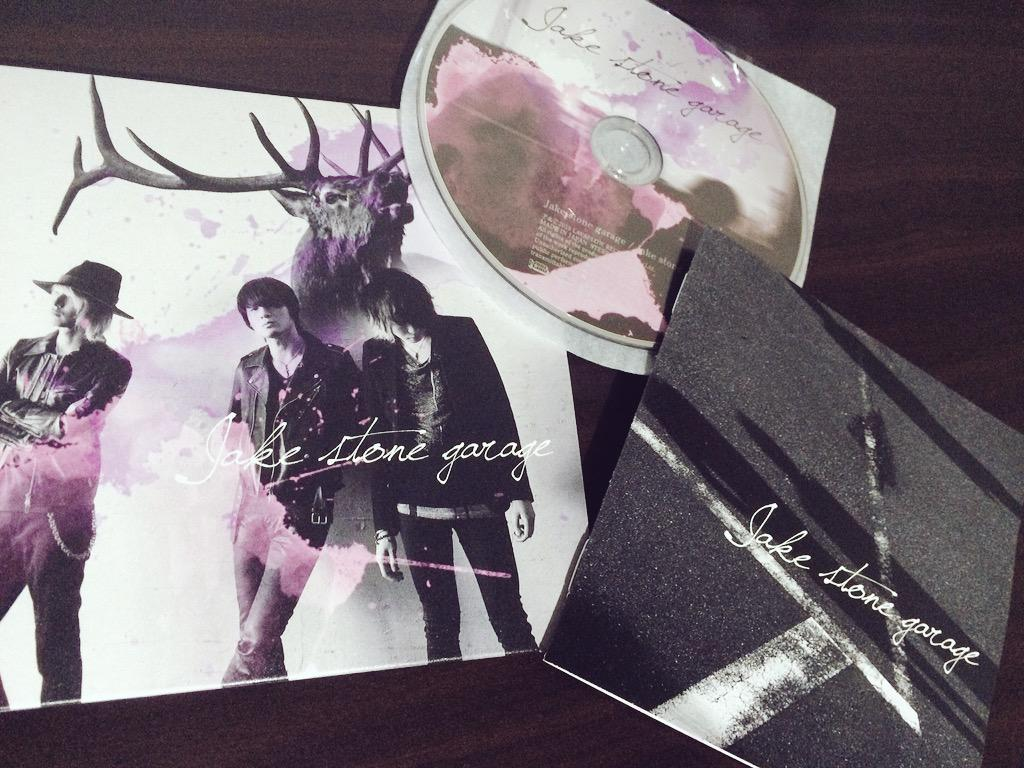 私の所属バンドJake stone garageのアルバムが発売になりました たくさんの方々の応援や協力のおかげでリリースをすることができました 心から感謝します ありがとうございます https://t.co/bRV0Av9bBJ