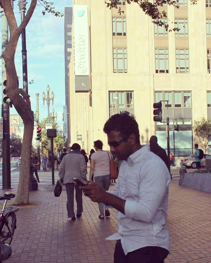 Tweeting in front of twitter HQ in San Francisco! https://t.co/5dauDwKLRL