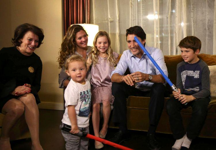 Justin Trudeau leads Liberals to majority government #elxn2015 #exln42 https://t.co/F2jjNsg4Gk