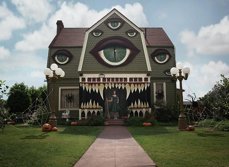 Artist Transforms Her Parent's House Into a Spooky Monster for Halloween https://t.co/TnKD8JBcuB https://t.co/yKKr137rsn