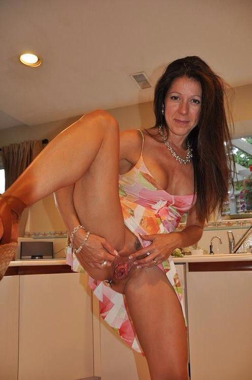Classy nude wife pics