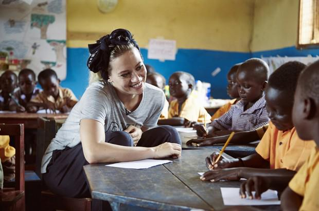 RT @AndyLeigh99: Education is the key! @KimberlyKWyatt visits a school in #Ghana with @comicrelief https://t.co/C17zuTddNF https://t.co/jj4…