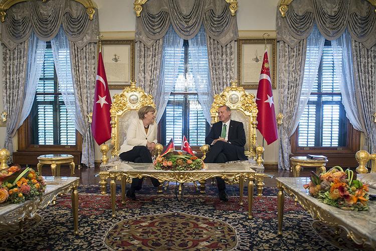 "Turkey Pulse on Twitter: ""#photooftheday German Chancellor Angela #Merkel  and President #Erdogan meet at Yildiz Palace in #Istanbul, Oct. 18  https://t.co/2hPtn16lJy"""