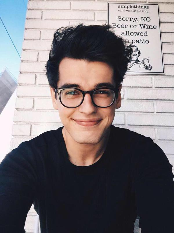 """Man Candy on Twitter: """"CUTE BOYS WITH GLASSES ARE EVEN CUTER https://t.co/twgUpp0s72"""""""