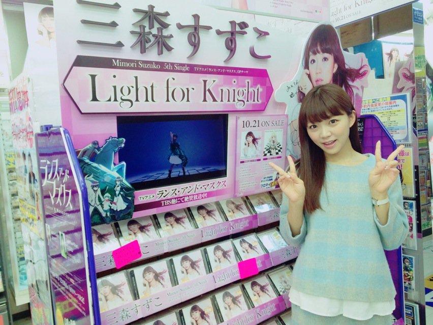 アニメイト秋葉原店さん♥️入り口では等身大の私がお出迎えしてくれますよー♪ pic.twitter.com/jiFRD3yD24