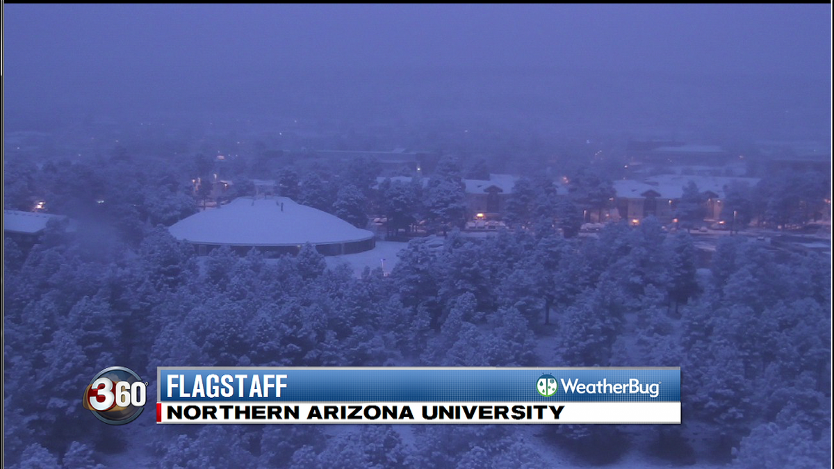 #snOMG Take a look at the winter wonderland as the sun comes up in Flagstaff. A look from @WeatherBug cam at #NAU. https://t.co/RqL6O1Wxbu
