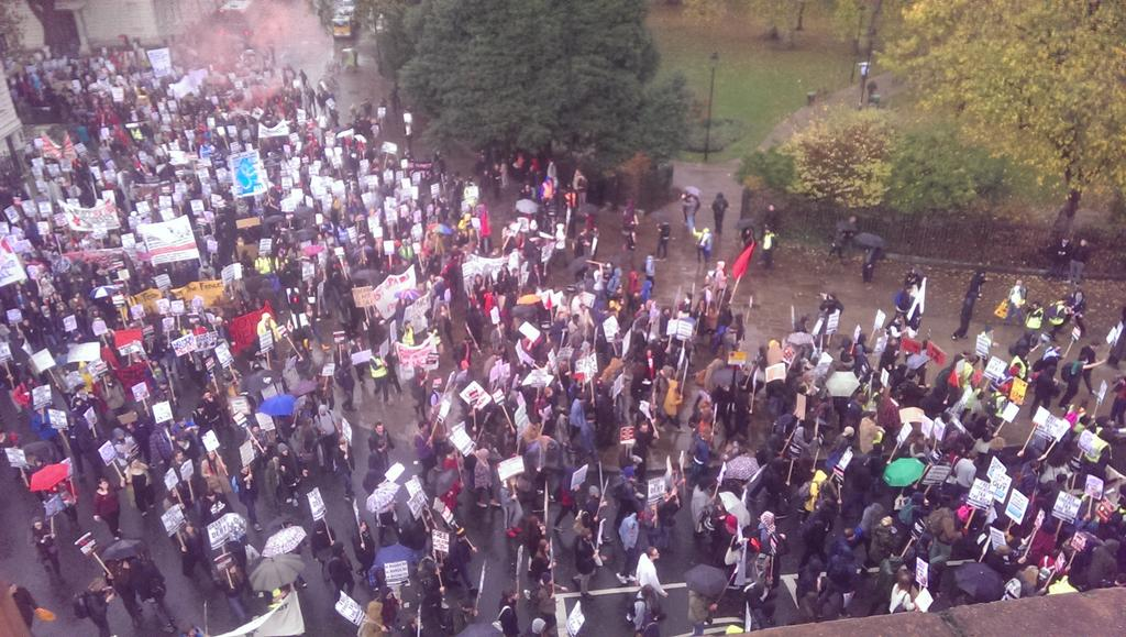 Massive group of uni students marching for free education in Russel Sq London #GrantsNotDebts https://t.co/1vnTNKjGsK