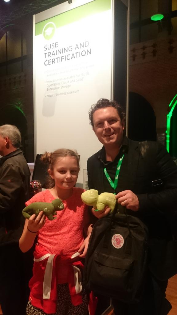 I have just met the youngest Geeko lover. She wanted to know everything about @SUSE Training. #SUSECon #GeekoOnTour https://t.co/vnHn0T7IxE