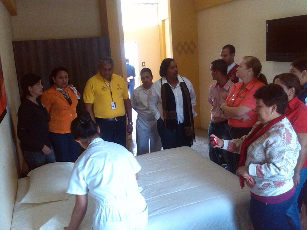 Facilitadores del Programa Hoteles Escuela reciben capacitación por parte de profesores del CUHELAV