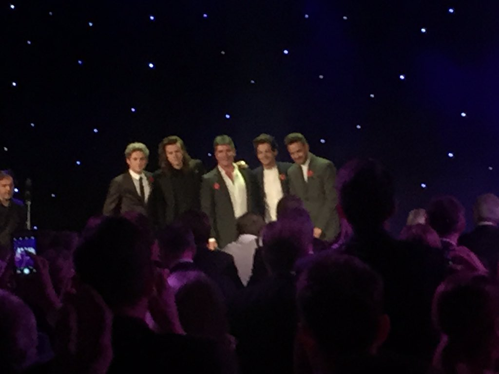 .@SimonCowell with @onedirection #MITS2015 https://t.co/dfMP1inl5m