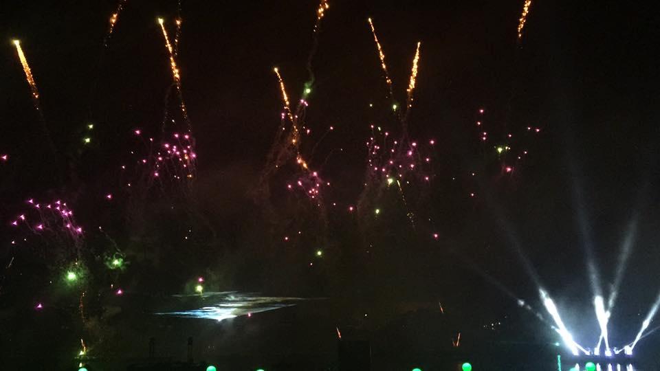 Les Feux Magiques de Disney - Disney's Magical Fireworks & Bonfire (Editions 2008 à 2016) - Page 11 CS1NwqwWEAEV3m1