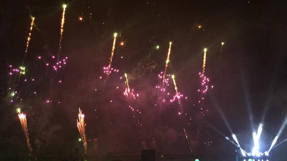 Les Feux Magiques de Disney - Disney's Magical Fireworks & Bonfire (Editions 2008 à 2016) - Page 11 CS1NwsnWcAACCvZ