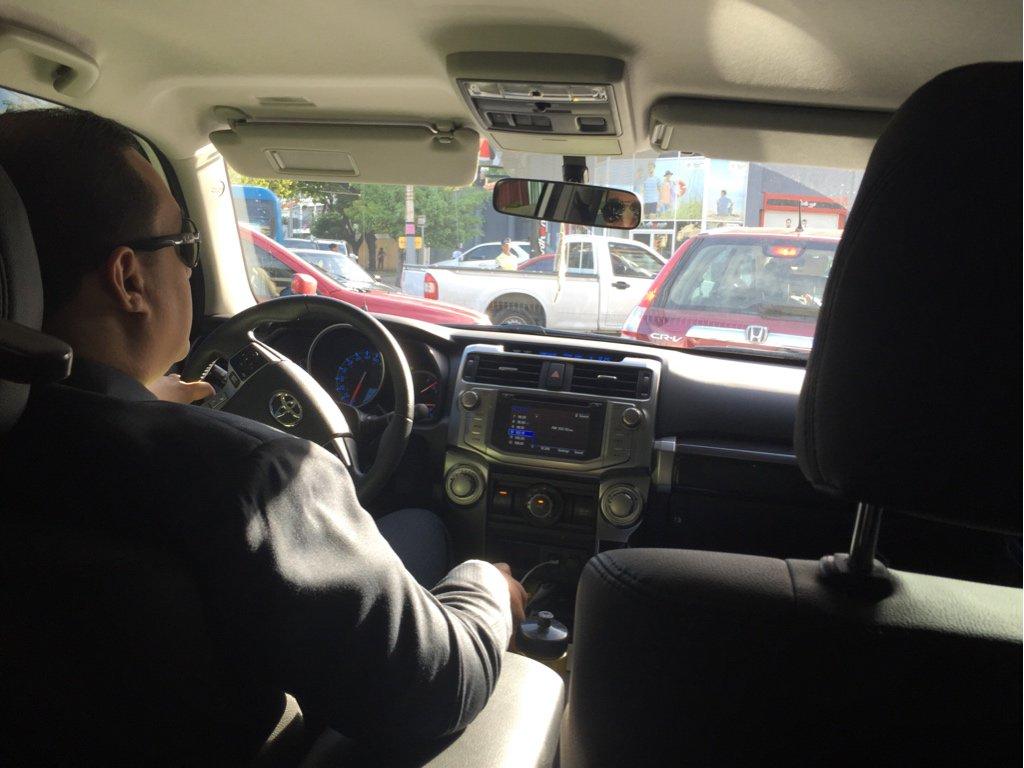 Este es el chofer y el vehículo que me vino a recoger #UberEnRD https://t.co/93yo4h376J