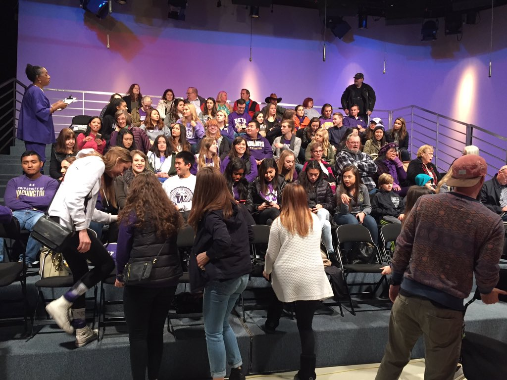 A lot of purple in the audience today! A class from @UW is joining us! #NewDayNW https://t.co/XBVTJrXOeR