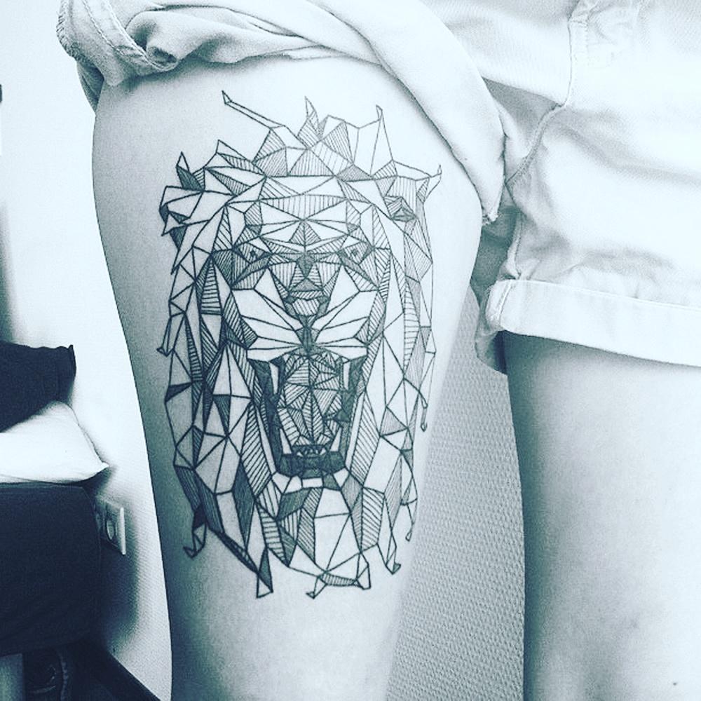 aed89584a #geometric #geometrictattoo #geometry #lion #lions #tattoo #tattoos pic.twitter.com/UKzf2NrnxB