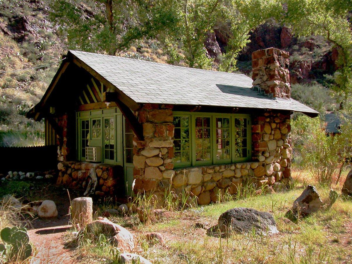 фото домиков из камня для отдыхающих эта