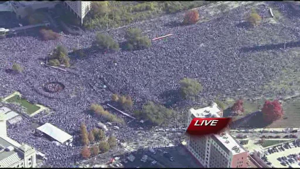 UNBELIEVABLE! That's the crowd waiting at Union Station! Kansas City, you support your team! https://t.co/cuelSHckjC