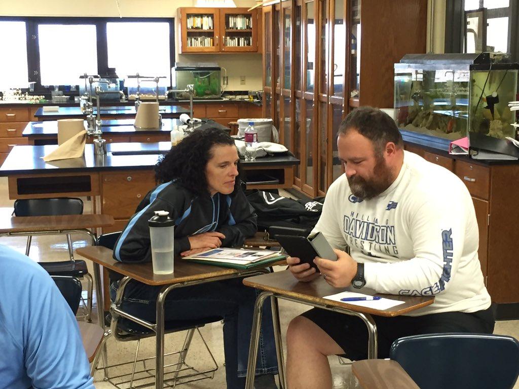 Online teachers apply their PD learning using Padlet #hcsdu @HCSD_Garrison @HCSD_ILC https://t.co/hbYd8PmLER