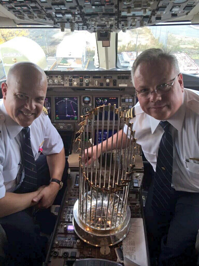 Pilots who brought Royals to KC. #RoyalCelebration https://t.co/d9uEEVgweb