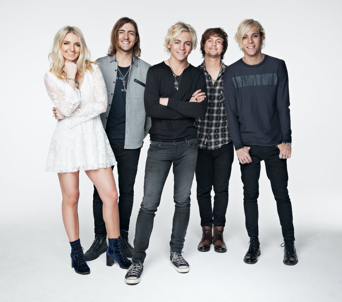 Ring in your #NYE with @OfficialR5 on 12/29, 12/31 & 1/1. Ticket are on sale. https://t.co/5cIEDtpZpe https://t.co/eaedX5TUXw