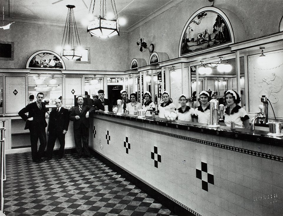 #OnThisDay 1932 Australia's first milk bar was opened in Martin Place, photo courtesy of @statelibrarynsw https://t.co/2ZvGgomPsV