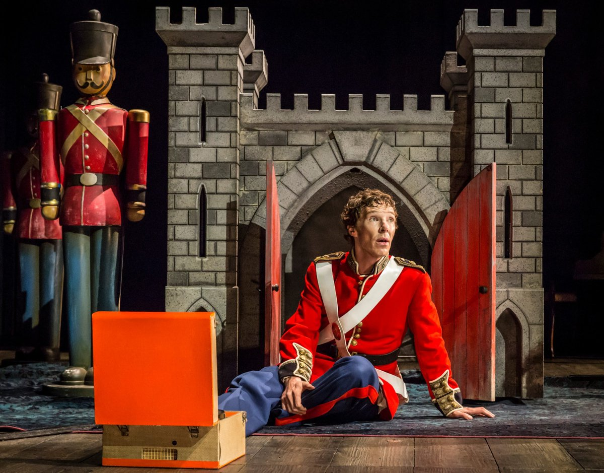 .@lawrencelibrary on why you should check out Cumberbatch's 'Hamlet' on the big screen. https://t.co/XSWLSzUV4g https://t.co/XqhYxHsg8V