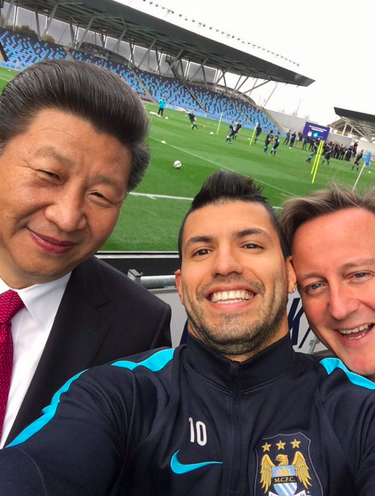 Aguero Takes Selfie With Chinese President Xi Jinping & David Cameron