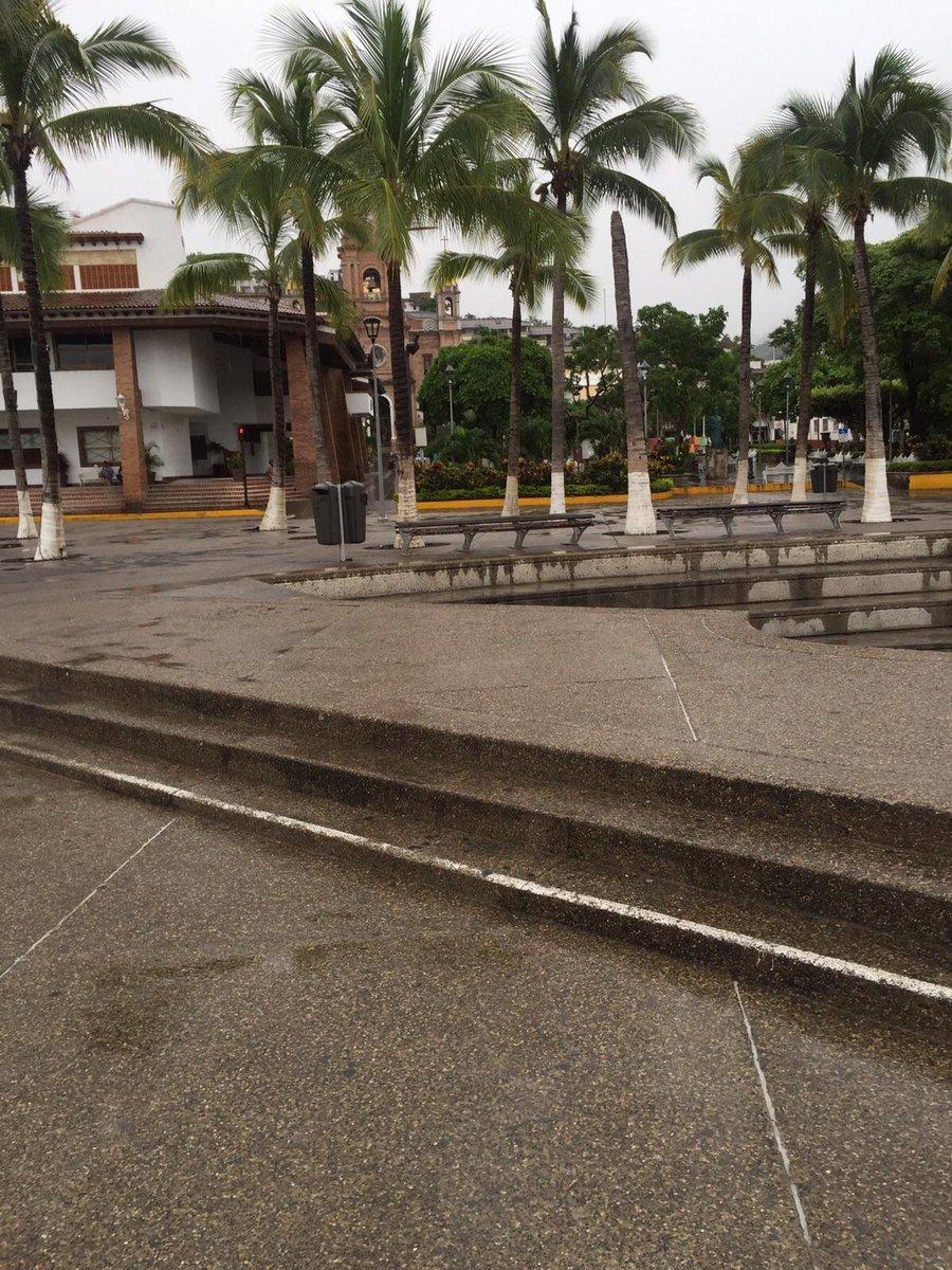 Downtown Puerto Vallarta evacuated.  #Patricia https://t.co/iygBKZXoRj