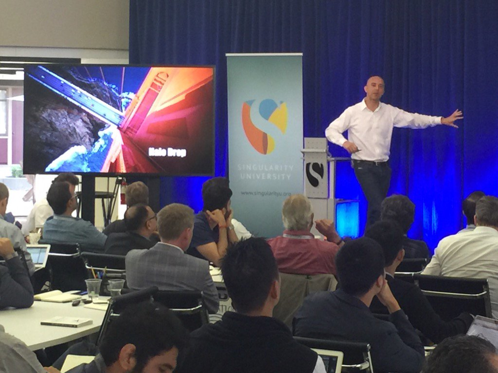 """#DavidRoberts @singularityu """"There are only 30,000 diseases and we will be able to cure them all genetically"""" @YPO https://t.co/IXulFMrogI"""
