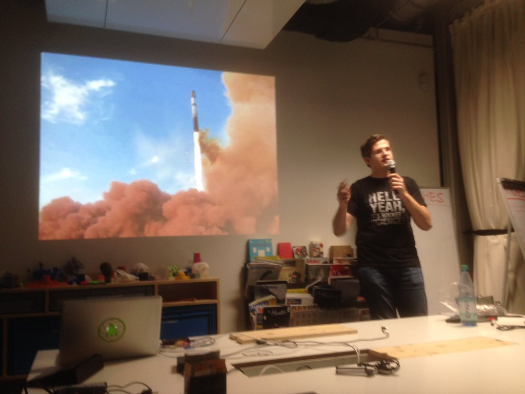 How to send something to the moon.... 1. Get a rocket - @RBoehme86 #SHDB15 https://t.co/y6oarEwneE