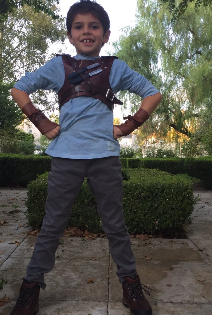 My little #Magnus you are a great #Thomas @dylanobrien @MazeRunnerMovie @jamesdashner @wesball Costume by @2Dwarf https://t.co/0W8s2xqRgS