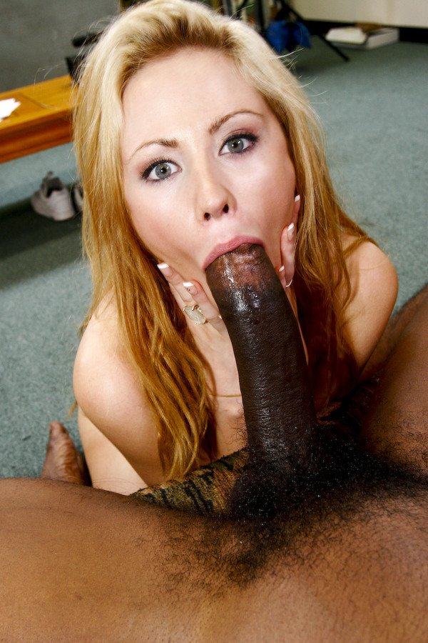 White bitch suckin a black dick — img 4