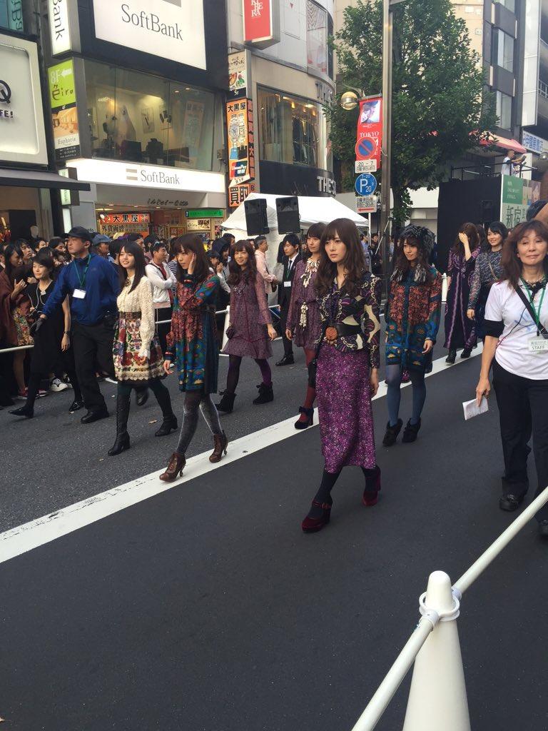 乃木坂46のみなさんが新宿の街をウォーキング中です! https://t.co/MA1d6KuMxG