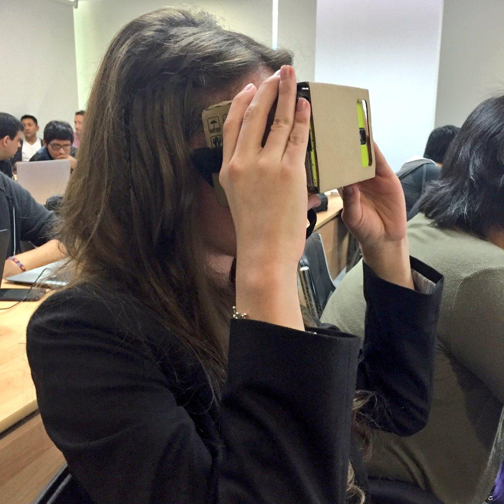Pamela figueroa con su video juego Mi Tierra