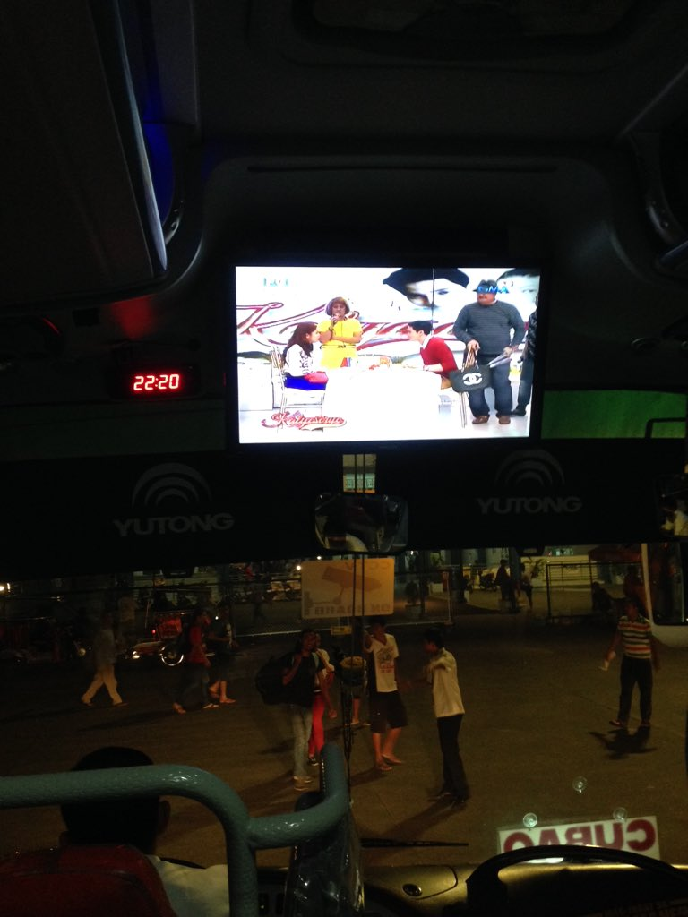 Pati sa bus, may @EatBulaga Kalyeserye replay! #ALDubEBTamangPanahon https://t.co/AjOhIkZK3N