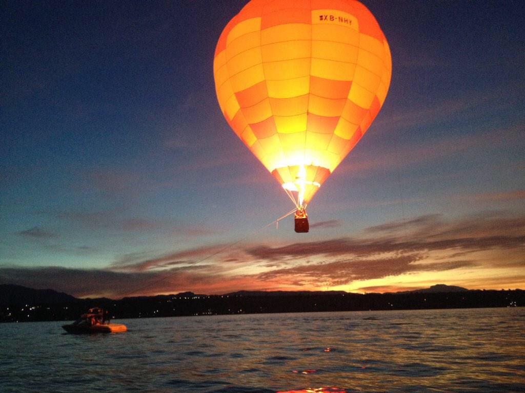 Globo volando por el lago de Tequesquitengo