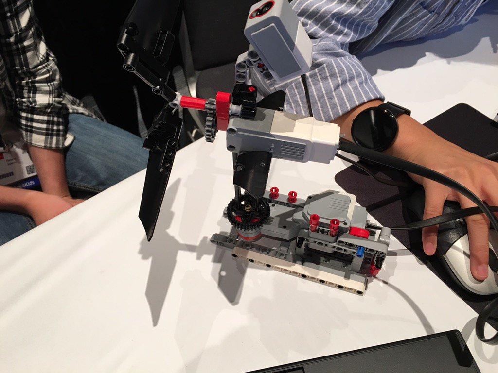 First working Lego turbine programmed in Java at #JavaOne4Kids! https://t.co/Kp5ZStBKq7