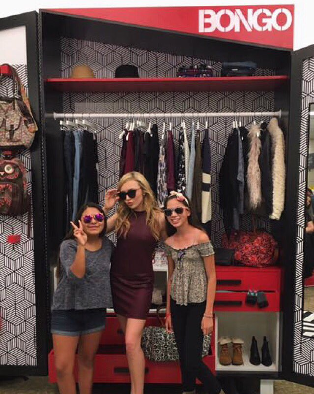 Fans hanging with @peytonlist at the @bongojeans style event in LA at Sears. #Peyton4Bongo @searsstyle #BMFEvents https://t.co/UmPTjjf8Jb