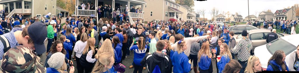 """""""Grand Valley doesn't have fun tailgates"""" https://t.co/UY7J9x6gGn"""