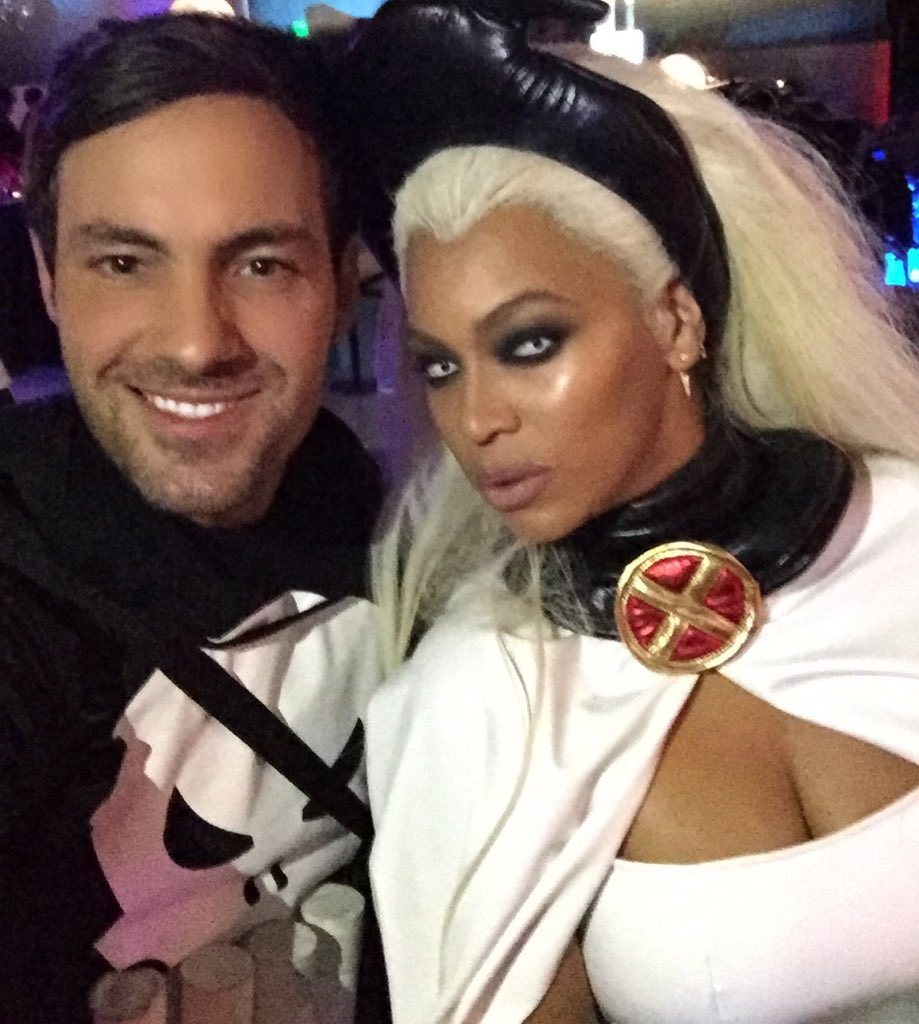 I met Beyoncé tonight and she couldn't have been more sweet. And shares my love of costumes. @Beyonce https://t.co/7GYvcH6TYZ