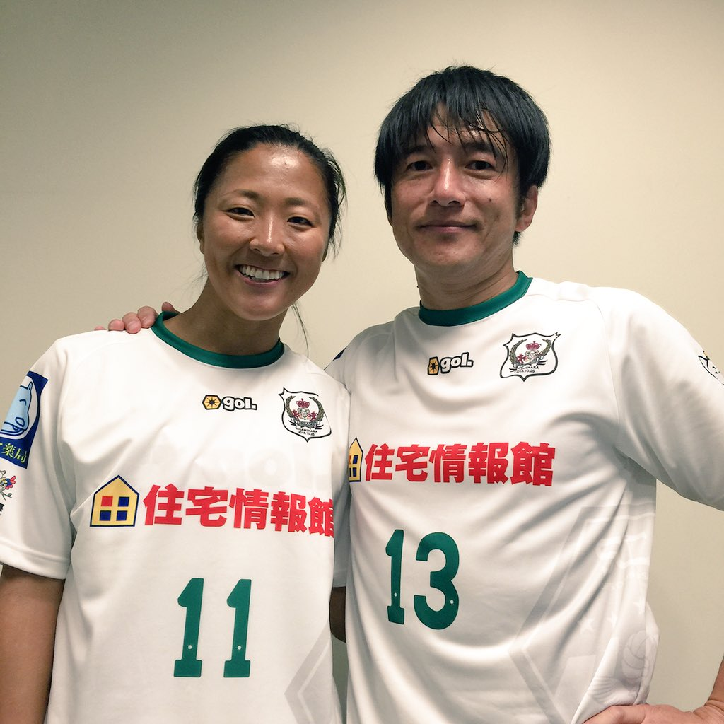 ミスチルの桜井さん♬  GAKUさんが2点決めたので、めっちゃ悔しがってました(笑)一緒にボールを蹴れて本当に幸せ。ピッチでの桜井さんも相変わらず素敵でした。 https://t.co/05MvQX5g7t