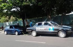 Cara Mudah Dan Aman Menderek Mobil Mogok Memakai Tali - AnekaNews.net