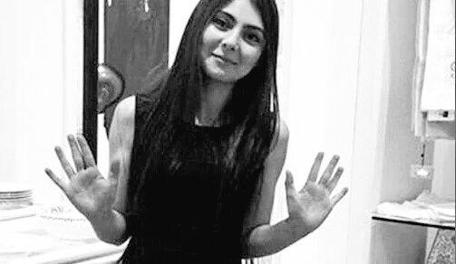 Resmi ilk gördüğümde 'merhaba' der gibiydi genç kadın, resim aynı resim ama şimdi 'hoşçakal' diyor sanki #DilekDoğan https://t.co/okGr8YMlfo