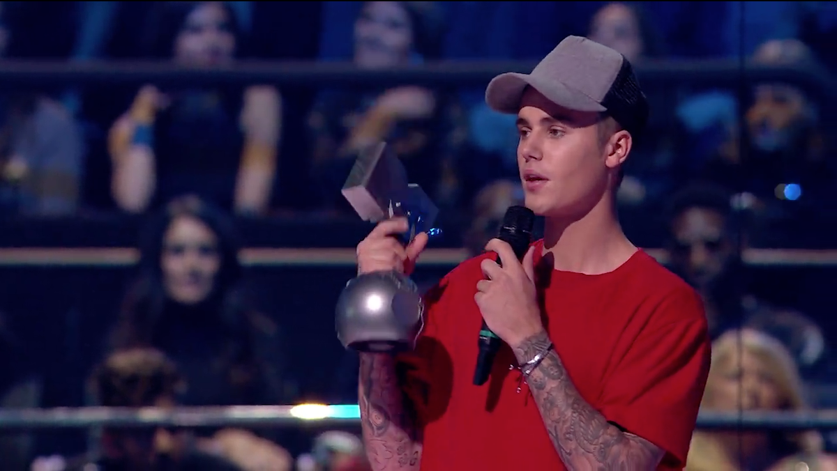 Canada is so proud of you @justinbieber for your Best Male #MTVEMA WIN! SIXTH time in a row!  Congratulations! https://t.co/1OvaqrdtEO