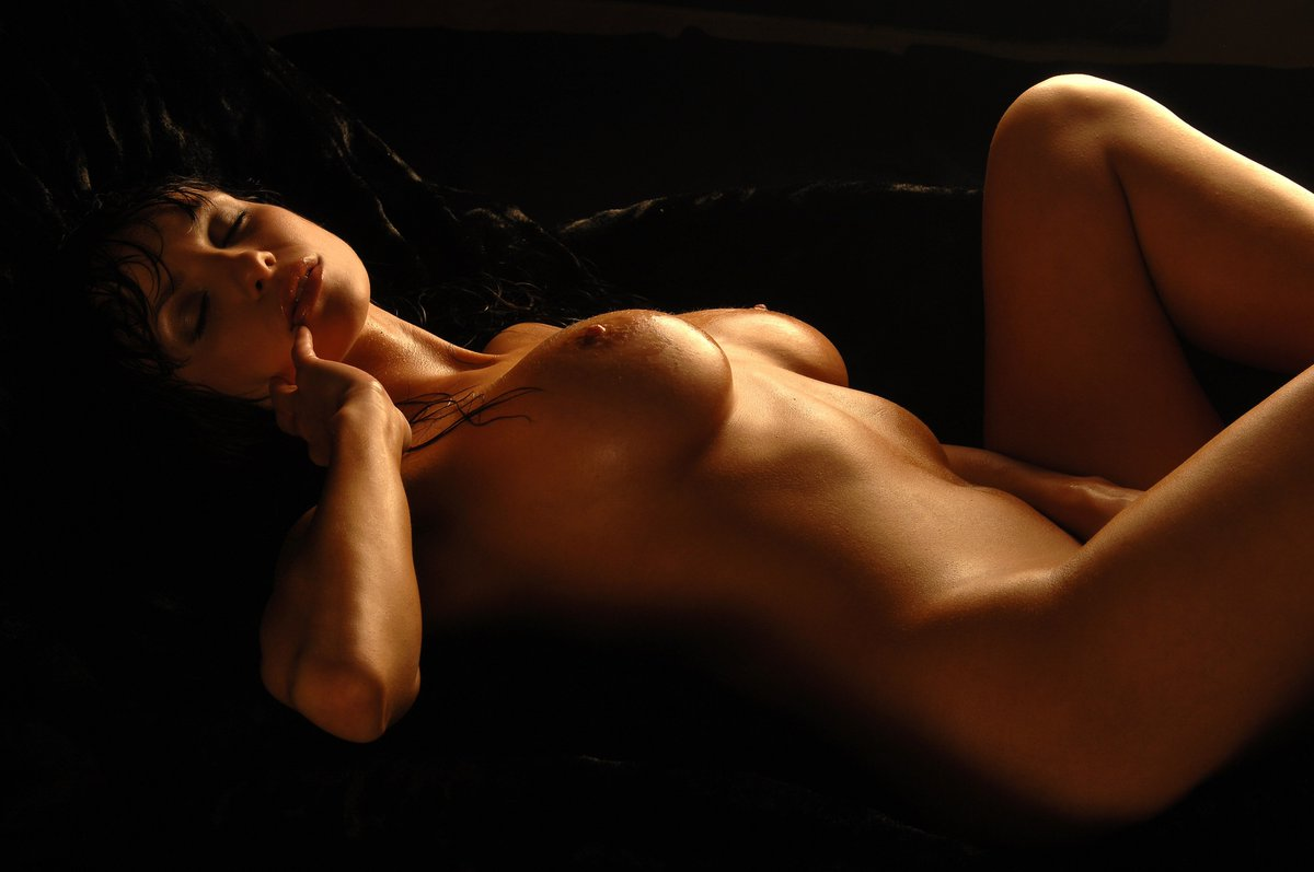 обнаженные женские тела на видео - 1