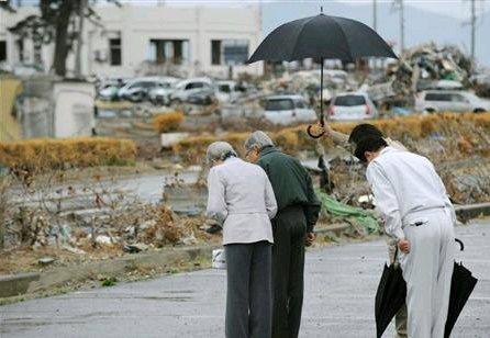 @takeyama0330 おつきのものが傘を差し出しても決して受け取らず雨に当たります。風評被害を払拭したい両陛下のお心です。同じ志を持って、動いている貴方の行動を本当に尊敬し嬉しい。毒舌が笑えるのは、優しさがあるからだと思う https://t.co/3XJNjvIlPN