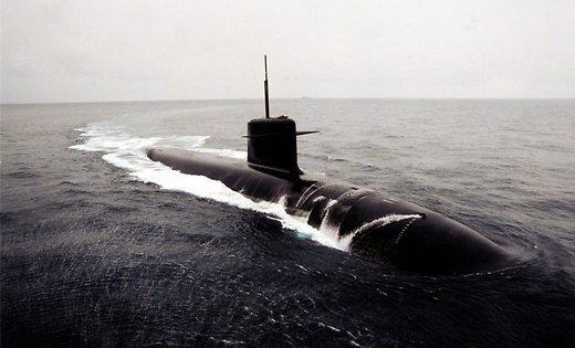 лечь бы на дно как подводная лодка и позывных не передавать слушать